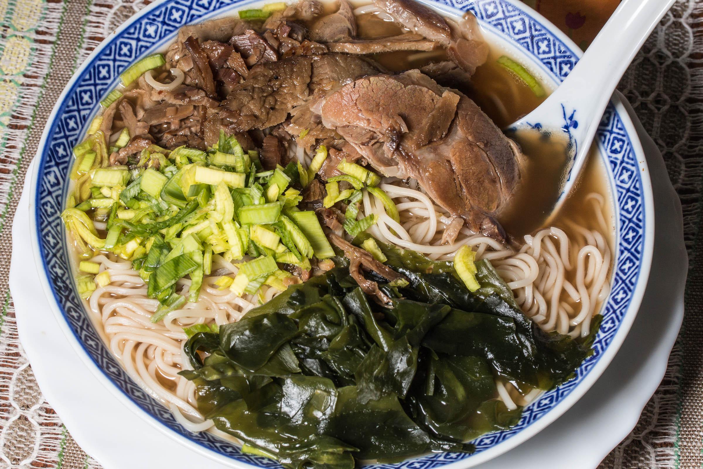 Chashu Ramen czyli popularny w Japonii makaron w rosole z mięsem