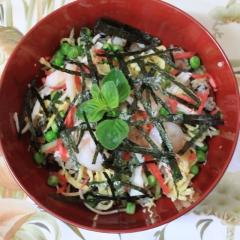 Chirashi-sushi (domowe sushi z łopianem, hijiki, marchewką, shiitke, kouya-tofu, itd.)