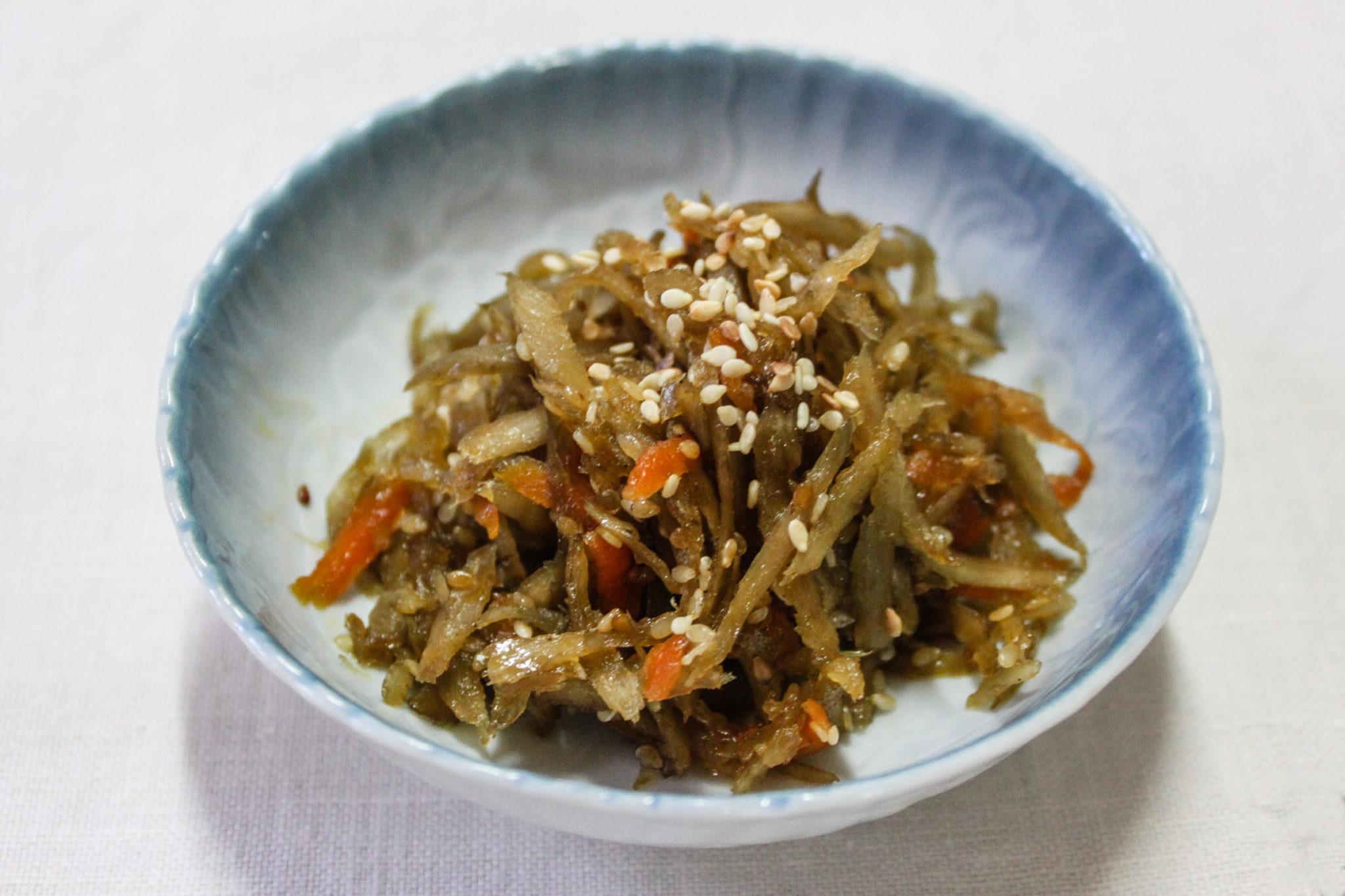 Kimpira Gobo - japoński łopian z marchewką oraz sezamem